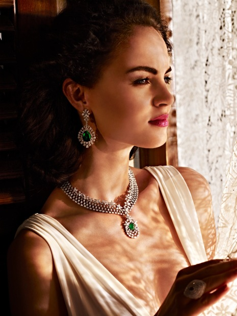 Model showcasing AS Motiwala's collection (01)