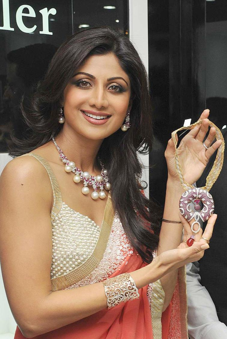 Actress Shilpa Shetty Kundra, during the inauguration of a jewellery showroom in Bangalore on Dec. 21, 2013. (Photo : IANS)