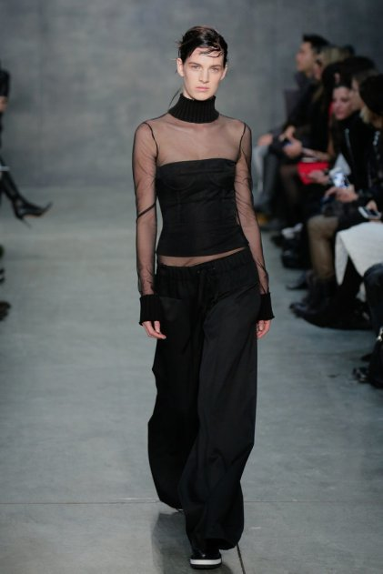 Vera-Wang-turtleneck-debuted-Fall-2015-runway-over-tight
