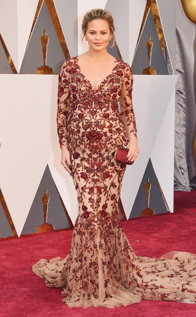 rs_634x1024-160228163246-634-chrissy-teigen-2016-oscars-academy-awards-mh-022816 Marchesa